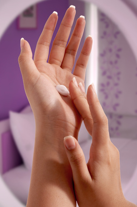 a dab of lotion for itchy skin and hives on a hand