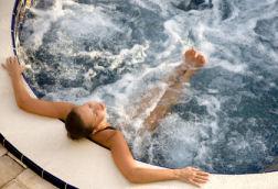 skin rash possible from chlorine in hot tub